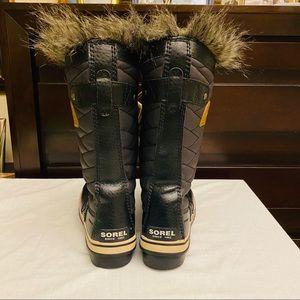 Sorel Shoes - Sorel Tofino Black Leather Winter Boots 👢